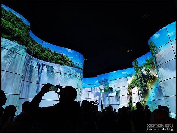 LG的弧形大螢幕