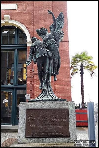 車站外的雕像