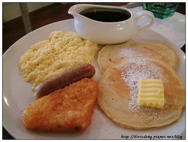 美式煎餅早餐(炒蛋、薯餅及德國香腸)