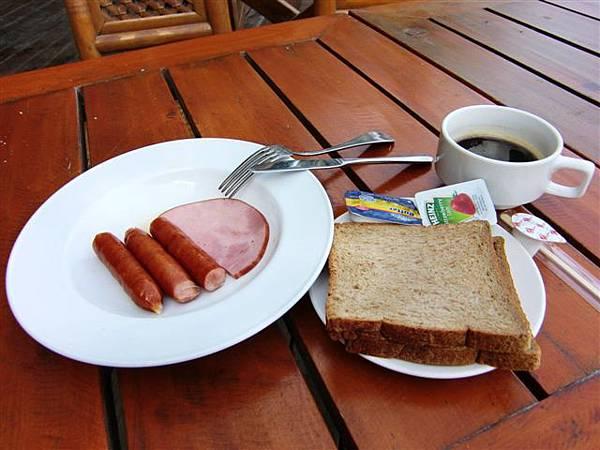一定要有火腿和吐司才叫做早餐~