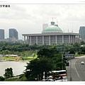合井與堂山站中間會經過國會議事堂