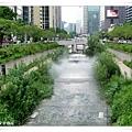 韓國觀光公社旁的清溪川