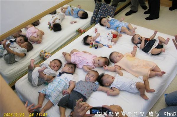 準備大合照-20,大家看的出哪些是男寶寶,哪些是女寶寶嗎?.jpg