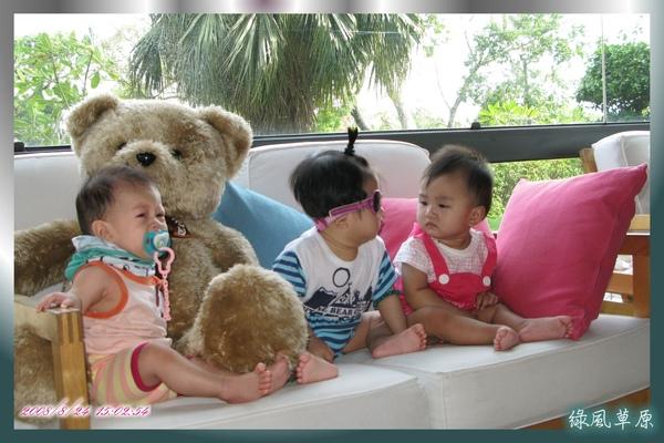 """湘湘: """"我也不知道ㄝ,可能是那隻熊偷捏她吧"""""""
