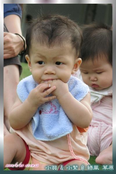 小絜: Zzz....,小羽: Mmm...