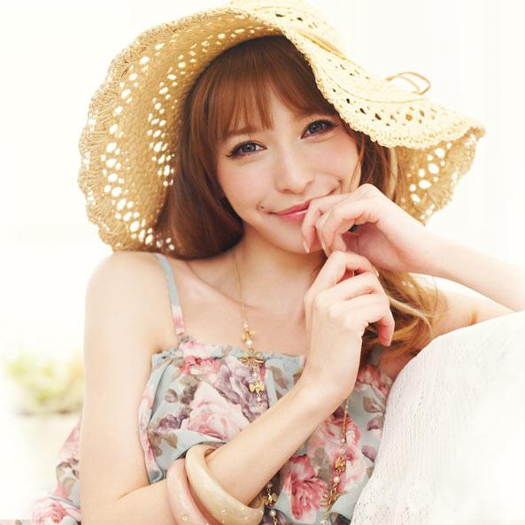 ingni-2012-spring-summer-retro-playful-girl-lena-fujii-5