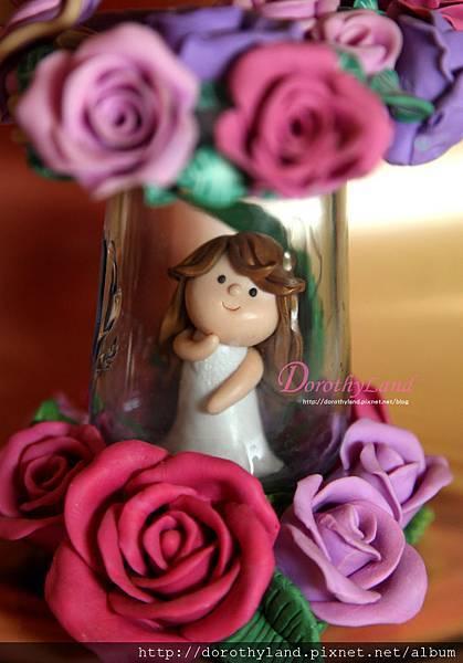 在佈滿玫瑰香的瓶中誕生
