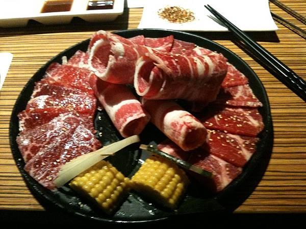 原燒牛肉拼盤.JPG