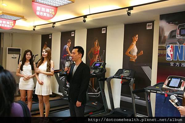 6/6日台中旗艦店歡慶開幕新品發表會店長介紹NBA 聯名跑步機G6535 T3i NBA新產品