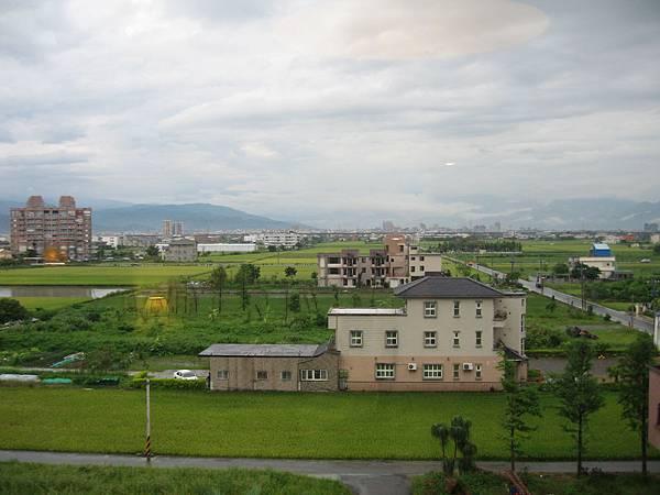由飯店窗外遠眺蘭陽平原.JPG