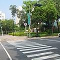 08.過了馬路就是生日公園.JPG