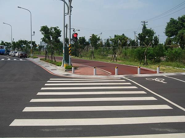 21.連接新光碼頭與光榮碼頭的腳踏車專用道.JPG