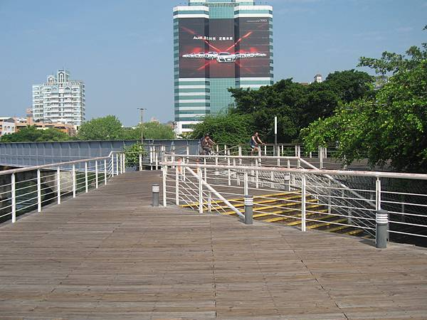 33.適合與結伴同遊的腳踏車步道.JPG