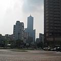 25遠眺南臺灣最高的85東帝士大樓.JPG