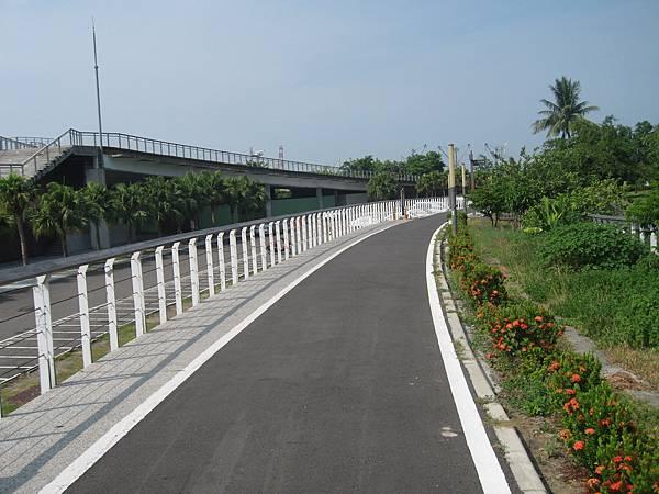 49.人車分離的腳踏車步道1.JPG
