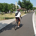 51裝備齊全的自行車騎士.JPG