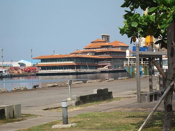 56.廢棄的海上皇宮.JPG