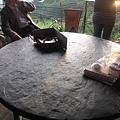 有原住民風味的石版餐桌.JPG