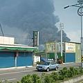 逛完離開新港,遠見南亞火場的煙霧還是超大1.JPG