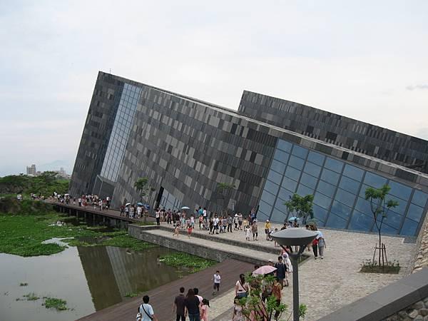 01外型特殊的蘭陽博物館.JPG