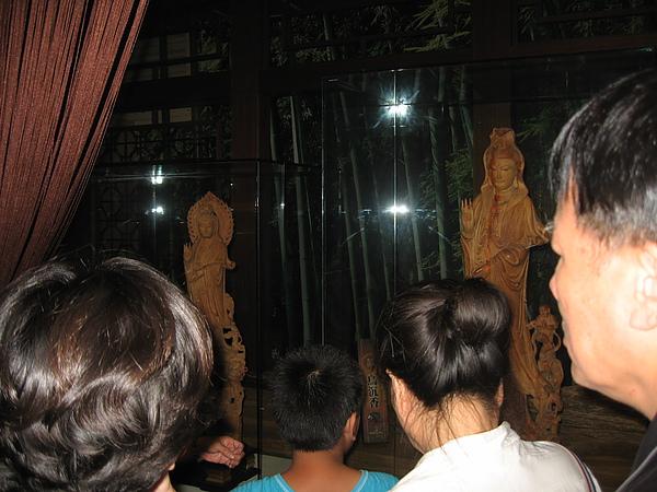 檀木雕刻的佛像.JPG