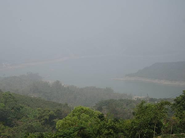 如果天氣良好,湖景一定更壯觀對.JPG