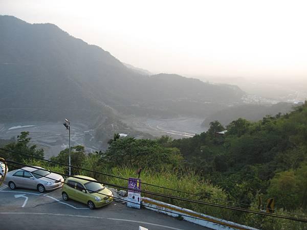 遠眺山下.JPG