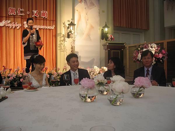 母:娶回來要好好善待人家又萌喔,兒子笑_我知道我會的.JPG