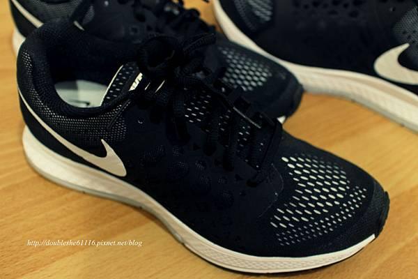NIKE慢跑鞋