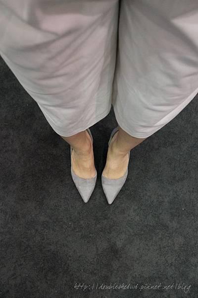 霧面灰色尖頭低粗跟鞋
