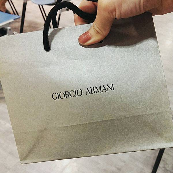 giorgio armani極緞絲柔粉底精華底妝