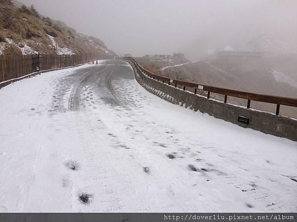 第二天路上都積雪了.jpg