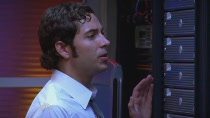 Chuck.S02E04.HDTV.XviD-LOL.avi0329.jpg