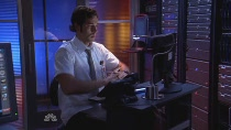 Chuck.S02E04.HDTV.XviD-LOL.avi0367.jpg