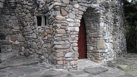 好喜歡石頭屋的感覺 真的很有特色