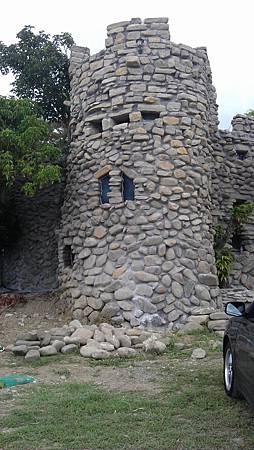 這個石頭房子 蓋了兩年多