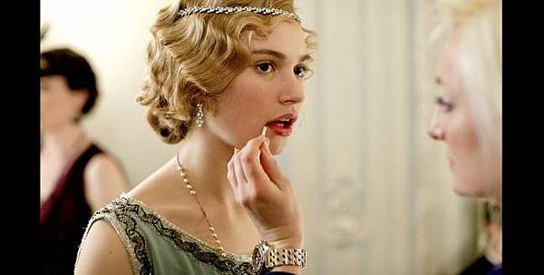 da-s4-Lily-James-slide-rose-04-crop-648x327.jpg