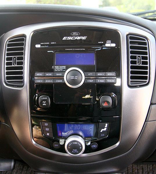 試車小組遍尋不著Aux In插孔,不過音響操作介面算是簡單。