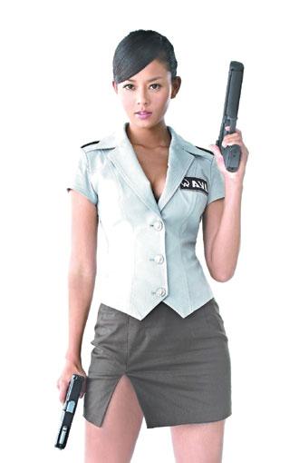 劉香慈這款爆乳士官長性感海報