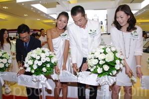 《新兵日記》男女主角姚元浩與劉香慈為某化妝品代言。