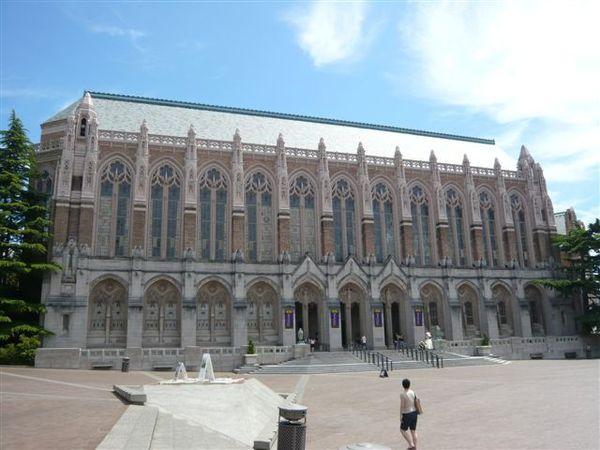 這是圖書館,似乎是華大歷史最久的建築(?)