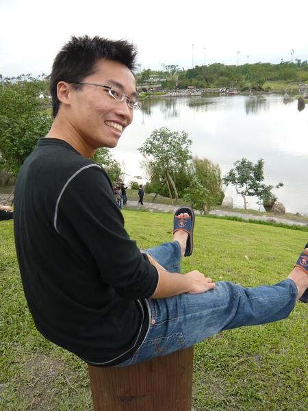 這位阿宅穿的是我的拖鞋.....