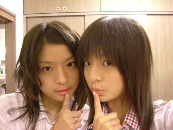 雙胞胎 ~ 萱野可芬(右) 萱野可芳(左).jpg
