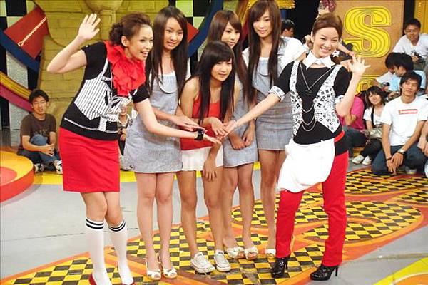 2008-10-11 我猜 人不可貌相 清純系!!半成年美少女 (誰變身性感後是上班族最愛?!)