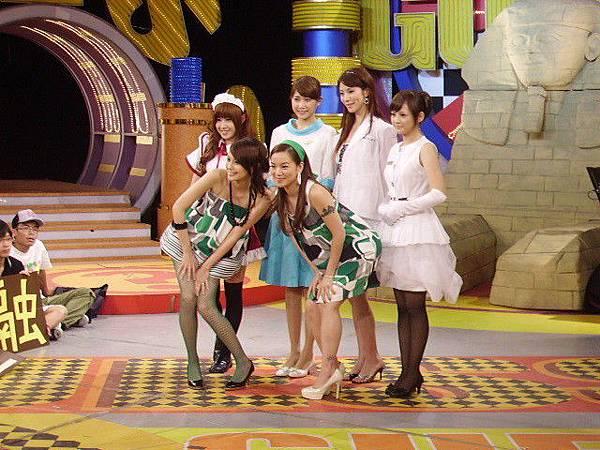 2008-10-18 我猜 人不可貌相 超Beauty!!制服美女 (誰會是宅男的最愛?!)