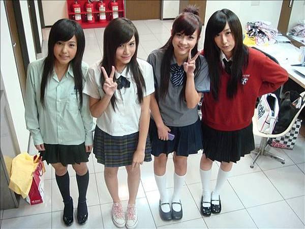 2008-12-13 我猜 人不可貌相 半成年!!高校制服美少女 (猜誰是高中男生的最愛?!)