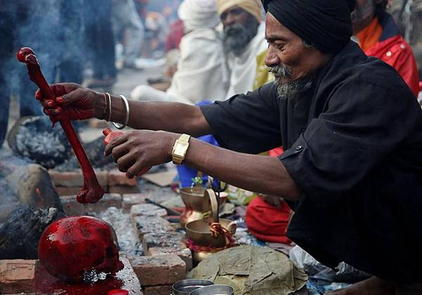 prayers-pashupatinath-premises-festival-kathmandu-shivaratri-offers_a9e09b72-fa57-11e6-ab12-d7625b180dd1.jpg