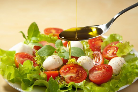 salad-with-olive-oil-%28high-resolution%29