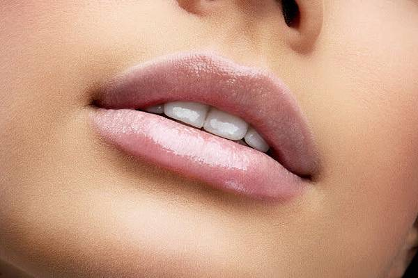 利用上顎單顎手術改善唇形及笑容 圖1.jpg