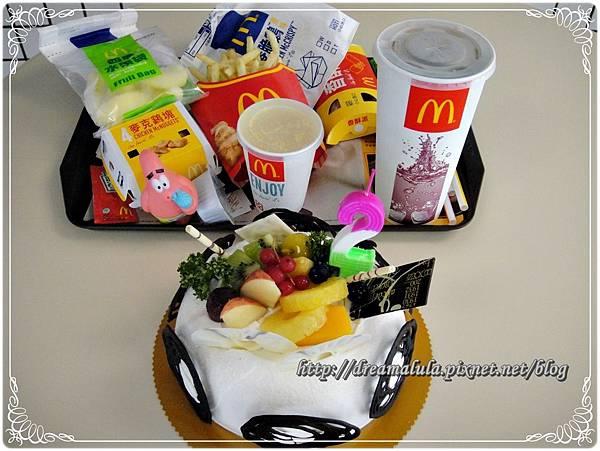 麥當勞慶祝2歲生日-兒童餐+炸雞套餐+蘋果派+6吋蛋糕(自備)